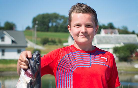 Anders Ellingsen (13) fikk den største fisken.